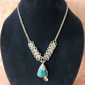 Gorgeous silver chain with wrapped stone pendant